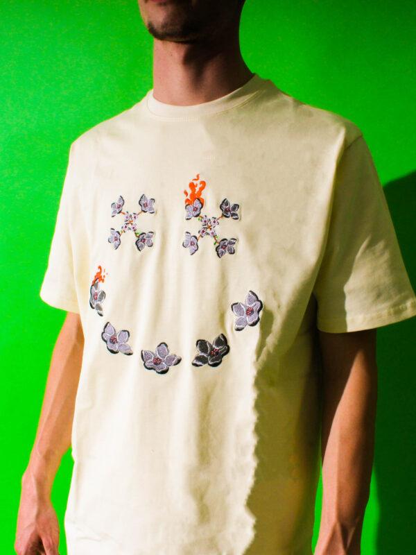 side cream t-shirt